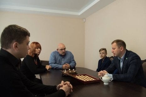 Сім'я загиблого на Луганщині Руслана Муляра отримала нове житло (фото) , фото-2