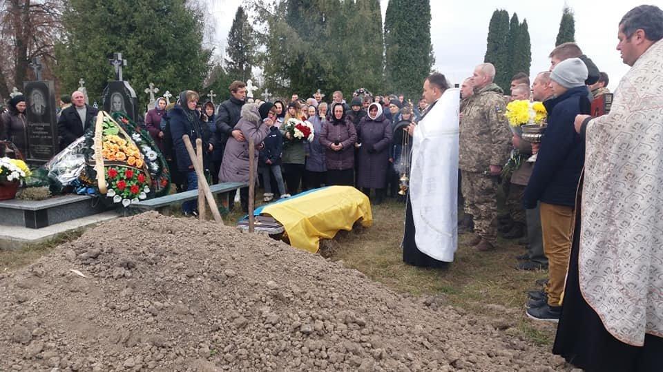 Сьогодні на Тернопільщині прощалися із військовим Русланом Романюком, якого вбили у Дніпрі (ФОТО), фото-4