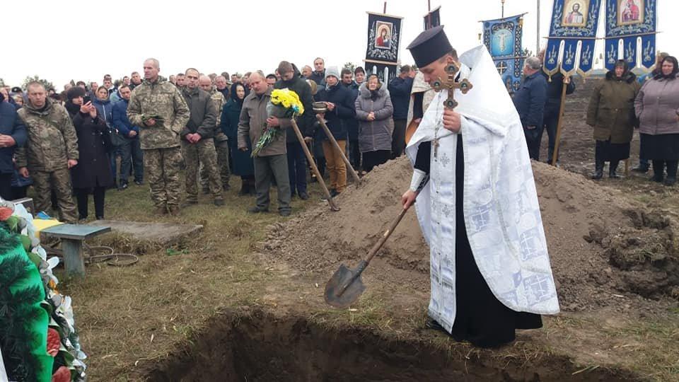 Сьогодні на Тернопільщині прощалися із військовим Русланом Романюком, якого вбили у Дніпрі (ФОТО), фото-5