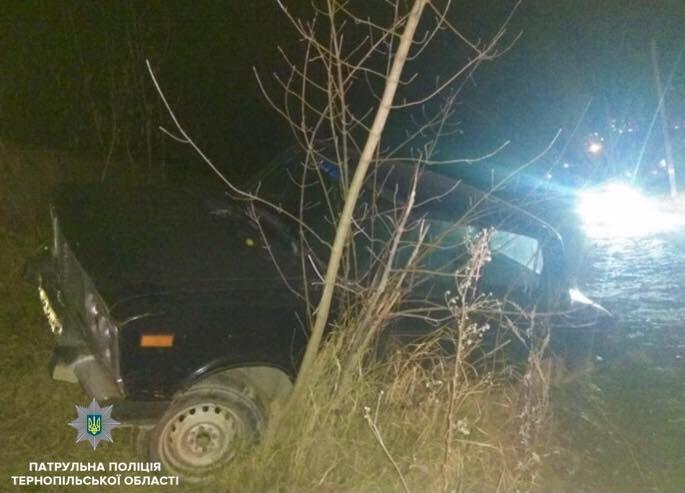 У Тернополі сталася ДТП: водій автомобіля ВАЗ - 21061 здійснив наїзд на бетонну огорожу (ФОТО), фото-2