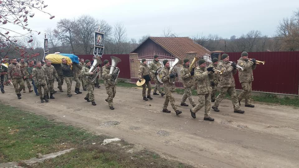 Сьогодні на Тернопільщині прощалися із військовим Русланом Романюком, якого вбили у Дніпрі (ФОТО), фото-2