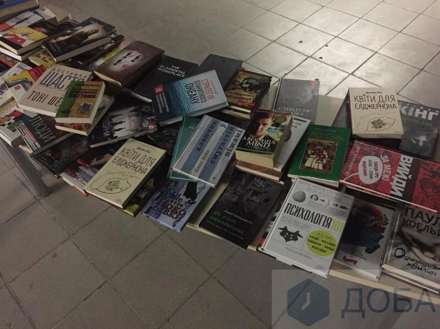 У Тернополі влаштували гаражний книжковий розпродаж (фото), фото-1