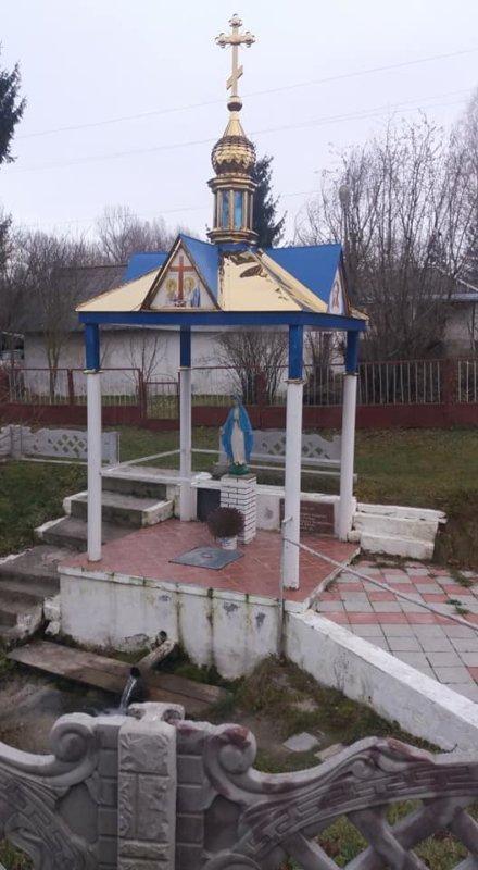 На Тернопільщині є цілюще джерело з іонізованою сріблом водою (ФОТО), фото-1