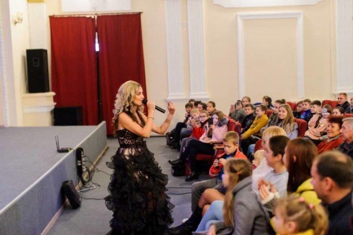 Українська співачка, яка 12 років прожила у США, представила у Тернополі свій новий кліп (ФОТО+ВІДЕО), фото-2