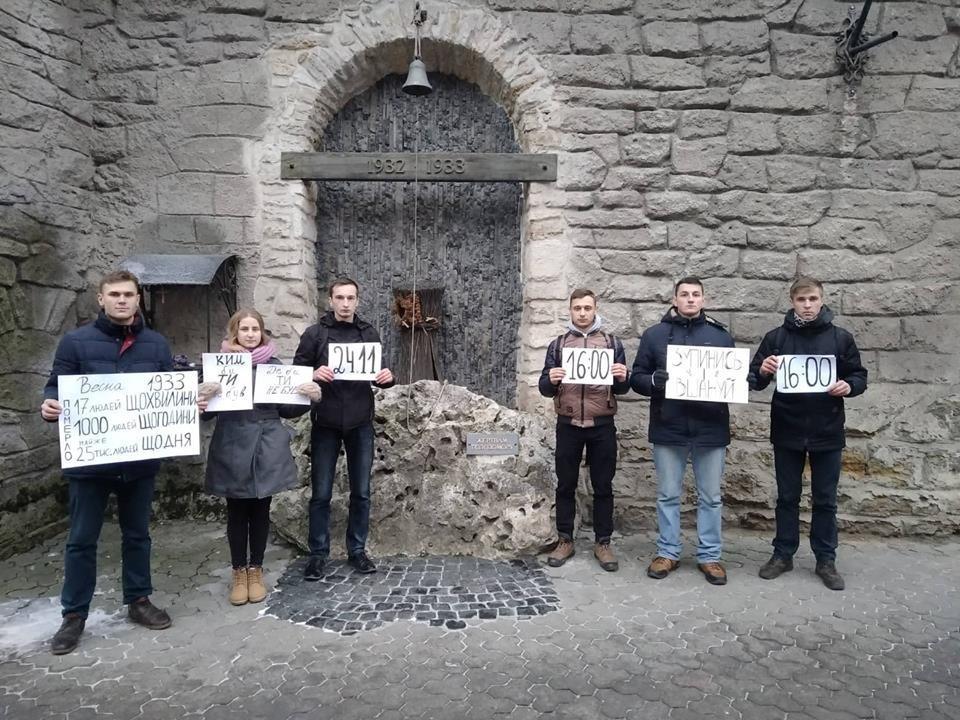 Тернополяни провели флешмоб, присвячений роковинам Голодомору (ФОТО), фото-1
