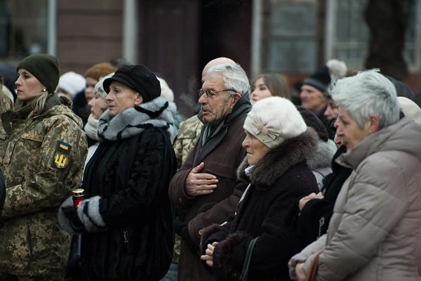 85-ті роковини голодомору: На Театральному майдані зібралися сотні тернополян (фото), фото-2