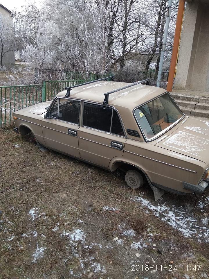 З автівки будівельників, які вдновлюють сільський спортзал на Тернопільщині, поцупили колеса (фото), фото-1