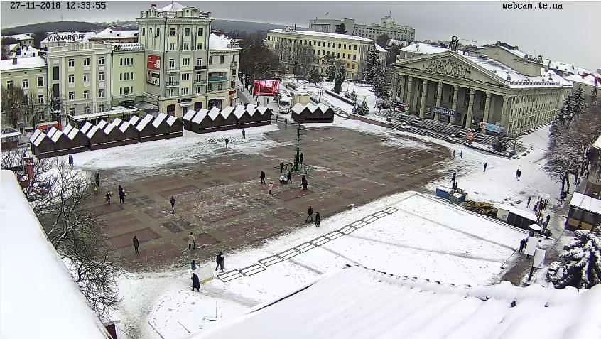 В Тернополі почали монтувати головну ялинку міста (фото), фото-1