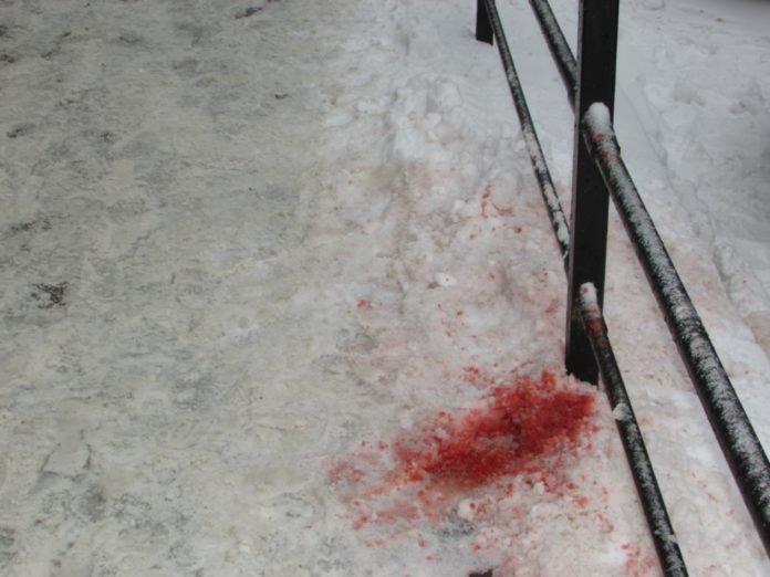 Російський банк у центрі Тернополя знову заляпали «кров'ю» (ФОТО), фото-3
