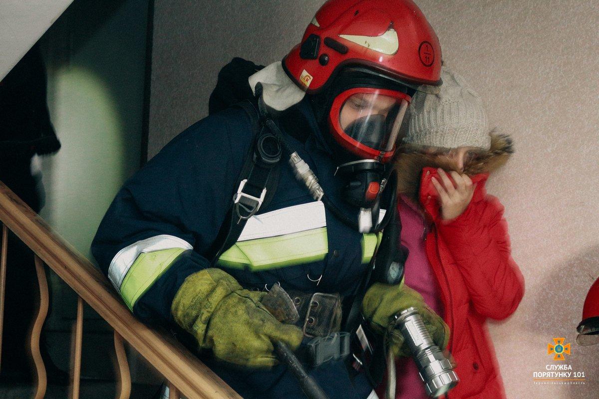У Тернополі внаслідок пожежі на Текстильній постраждала однорічна дівчинка, фото-1