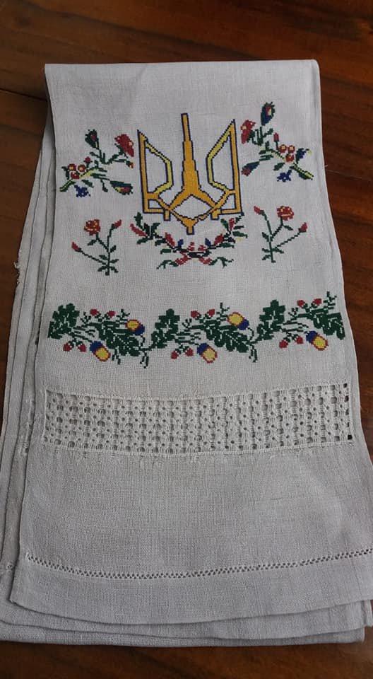 Священик з Тернопільщини показав вишитого рушника із українською символікою, якому понад століття (ФОТО), фото-4