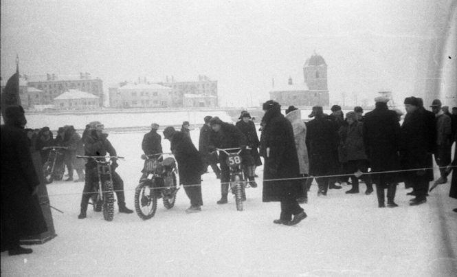Літак посеред ставу та снігові гіганти: як в Тернополі святкували День зими 50 років тому (Фото), фото-1
