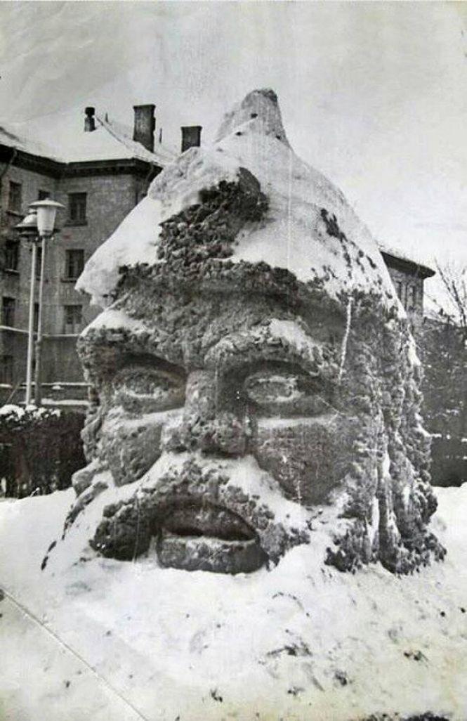Літак посеред ставу та снігові гіганти: як в Тернополі святкували День зими 50 років тому (Фото), фото-5
