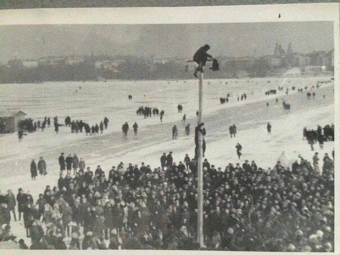 Літак посеред ставу та снігові гіганти: як в Тернополі святкували День зими 50 років тому (Фото), фото-2