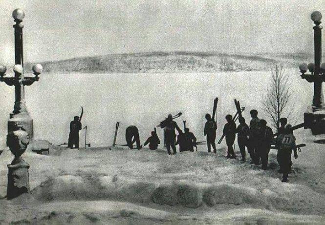 Літак посеред ставу та снігові гіганти: як в Тернополі святкували День зими 50 років тому (Фото), фото-6