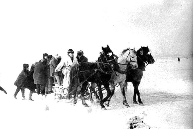 Літак посеред ставу та снігові гіганти: як в Тернополі святкували День зими 50 років тому (Фото), фото-4