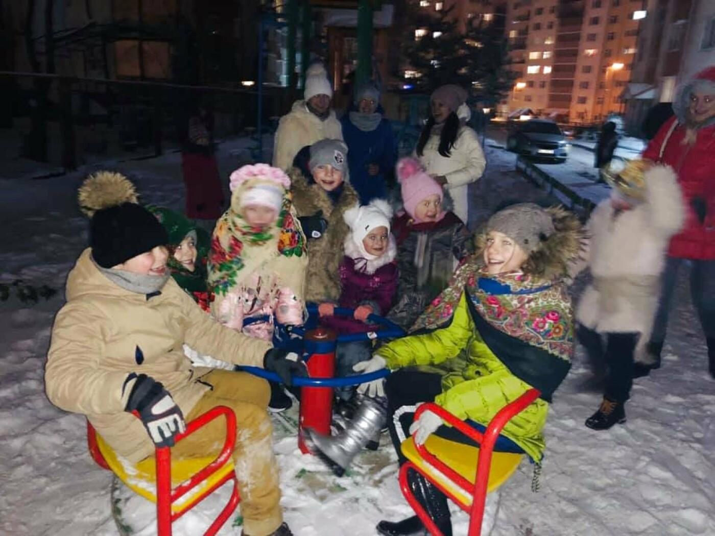 """В Тернополі на """"Східному"""" дітвора наколядовані гроші витратить собі на нову гойдалку (Фото, відео), фото-3"""