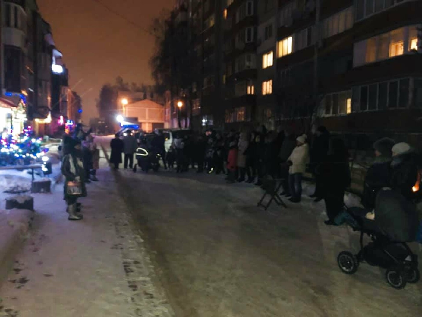 """В Тернополі на """"Східному"""" дітвора наколядовані гроші витратить собі на нову гойдалку (Фото, відео), фото-1"""