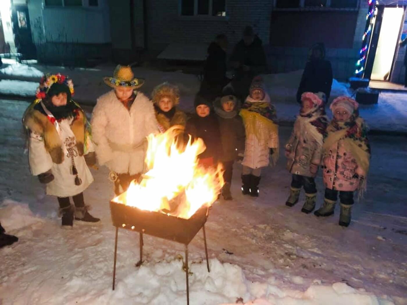 """В Тернополі на """"Східному"""" дітвора наколядовані гроші витратить собі на нову гойдалку (Фото, відео), фото-2"""