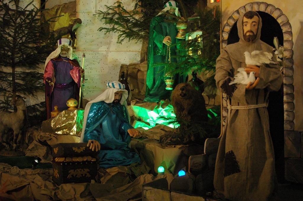 Тернополяни йдуть цілими родинами до різдвяної шопки рекордної величини (фото), фото-5