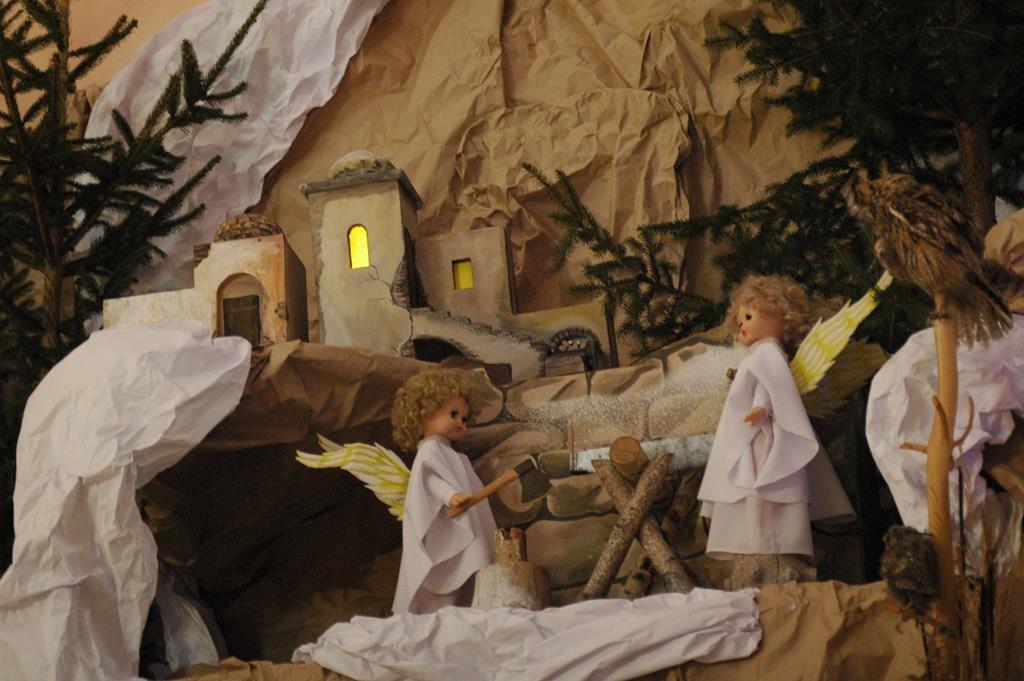 Тернополяни йдуть цілими родинами до різдвяної шопки рекордної величини (фото), фото-1