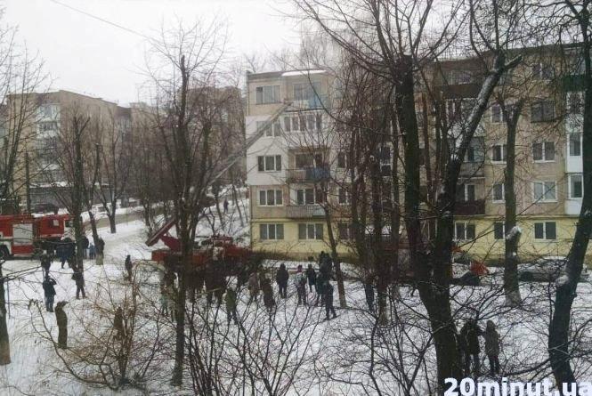 """У Тернополі на """"Дружбі"""" горить квартира: літня жінка палила дровами (ФОТО), фото-1"""