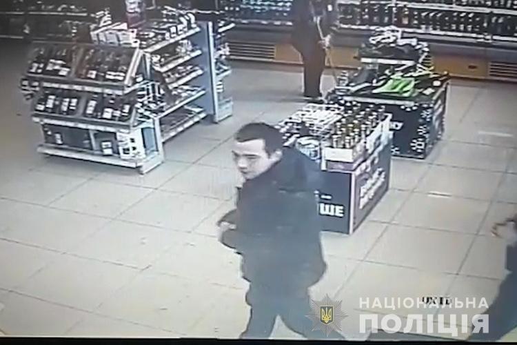 На Тернопільщині розшукують злодія, який пограбував магазин на АЗС (фото), фото-2
