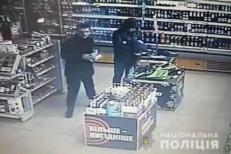На Тернопільщині розшукують злодія, який пограбував магазин на АЗС (фото), фото-1