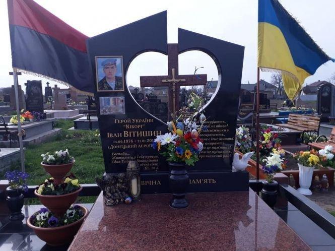 """Мама кіборга Івана Вітишина - про сина: """"У ту ніч, коли підірвали аеропорт і наші хлопці гинули, я не спала"""", фото-3"""
