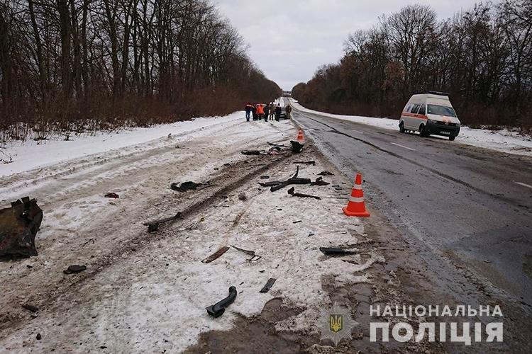 ДТП на Тернопільщині: КамАЗ розчавив іномарку (ФОТО), фото-1