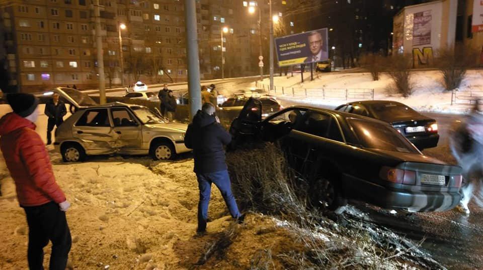 У Тернополі на БАМівському кільці аварія, від сильного удару автівки порозносило в різні сторони (ФОТО), фото-2