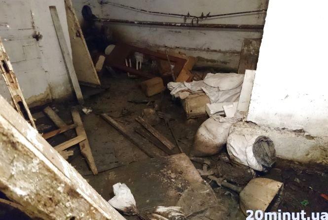 У Тернополі підвал багатоповерхівки затоплює фекаліями, а ЖЕК нічого не робить, фото-1