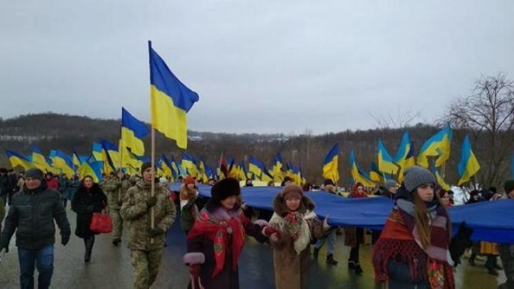 Стометровим стягом на Збручі зустрілися делегації сусідніх областей  - Тернопільщина та Хмельниччина (ФОТО), фото-1