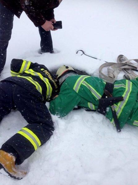 На Тернопільщині врятували собаку, який дві доби просидів у колодязі (ФОТО), фото-1