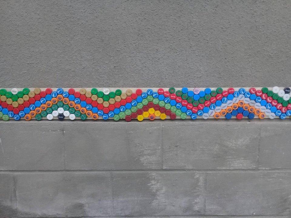 На Тернопільщині за допомогою різнокольорових пластикових корків діти оздоблюють фасади унікальними візерунками (ФОТО), фото-2