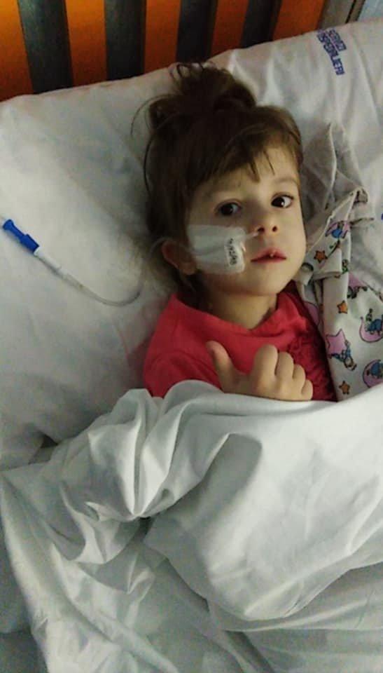 Невідомий благодійник оплатив усі витрати на операцію маленькій дівчинці, яка втратила можливість їсти, фото-1
