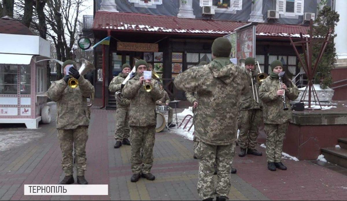 """Поспішали на передову: в Тернополі провели незвичне військове """"експрес-весілля"""" (ФОТО), фото-3"""