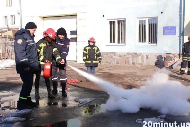 Тернопільські пожежники пояснили, як правильно користуватися вогнегасником (ВІДЕО), фото-3