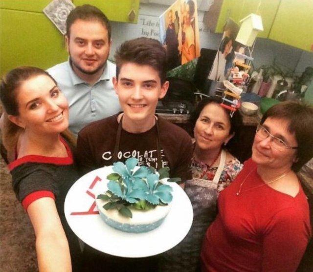 18-річний хлопець із Тернопільщини пече торти і тістечка такої краси, що шкода їх їсти (ФОТО+ВІДЕО), фото-2