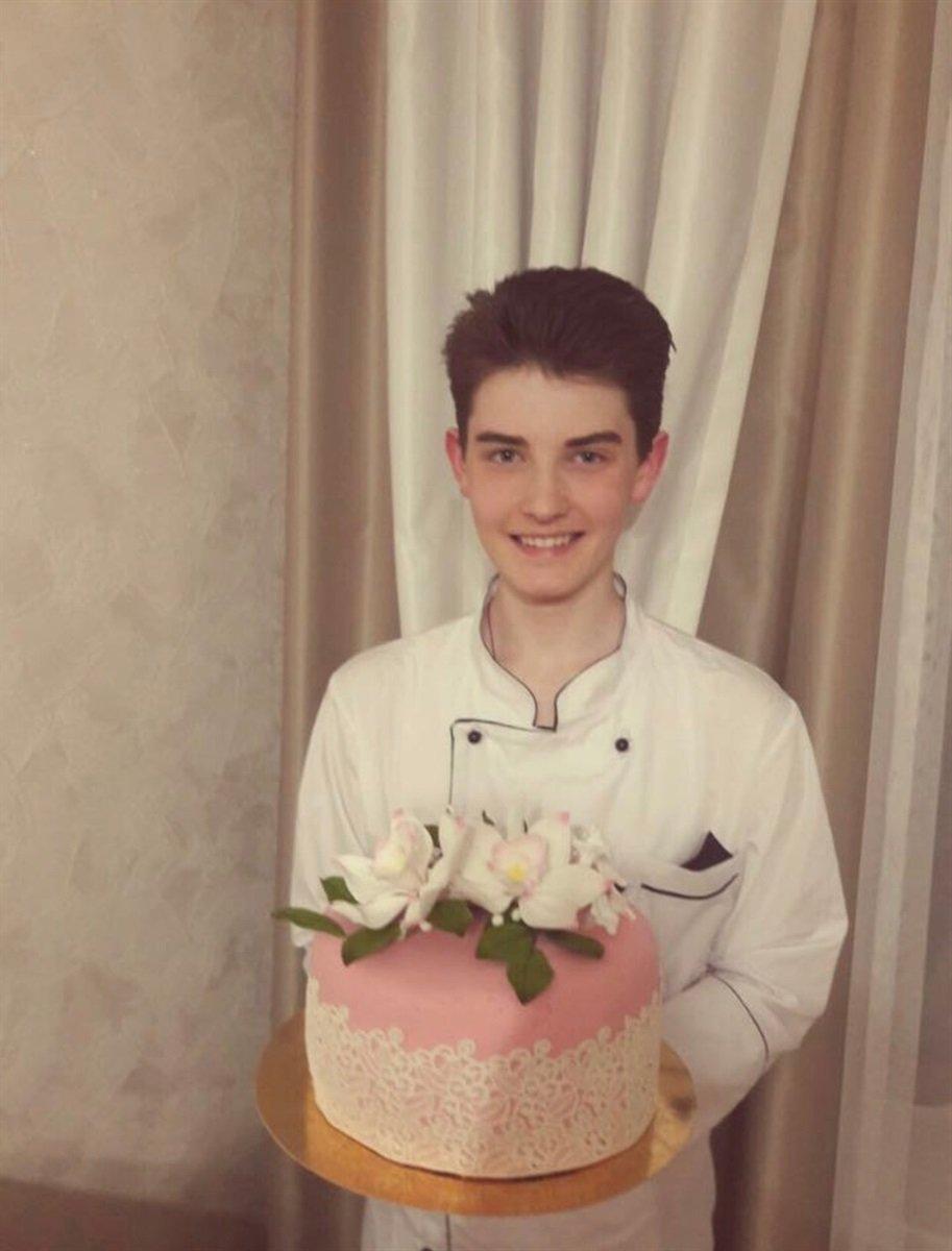 18-річний хлопець із Тернопільщини пече торти і тістечка такої краси, що шкода їх їсти (ФОТО+ВІДЕО), фото-1