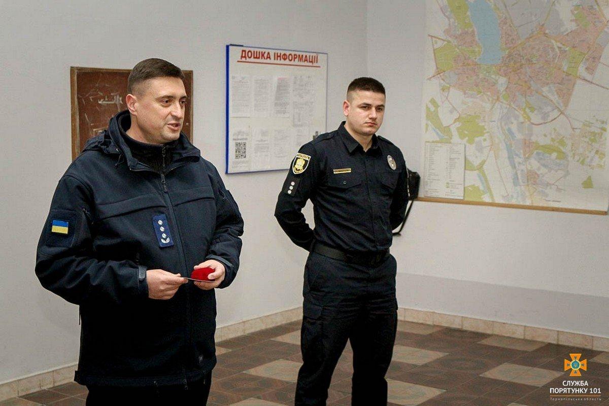 У Тернополі нагородили патрульного, який врятував життя дитини (ФОТО), фото-1