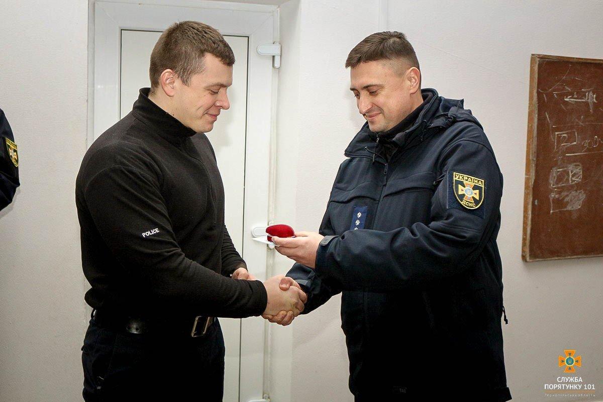 У Тернополі нагородили патрульного, який врятував життя дитини (ФОТО), фото-3