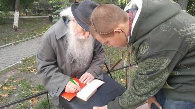 Мережу вразила історія 91-річного патріота України, який допомагає бійцям АТО (ФОТО), фото-3