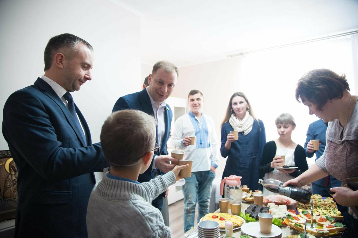 Житло для дітей-сиріт: Завдяки державній підтримці квартиру у Тернополі отримав Михайло Пекар (фото), фото-3