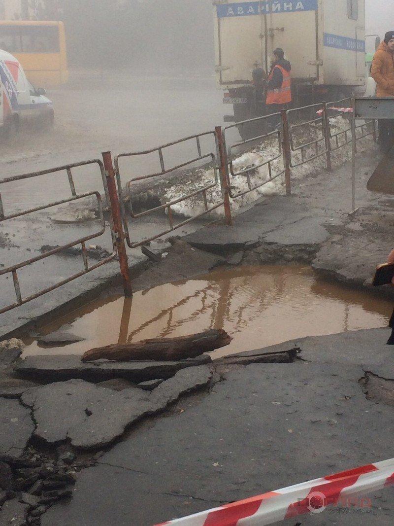 """У Тернополі на """"Алясці"""" прорвало трубу з гарячою водою: тепер там ні пройти, ні проїхати - усе в окропі (ФОТОФАКТ), фото-3"""