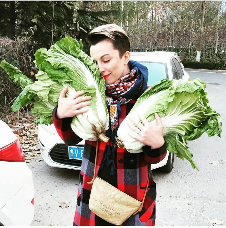 Тернополянка розповіла, чому у Китаї не заведено дарувати квіти на побаченні та ходити в гості з порожніми руками (ФОТО), фото-1