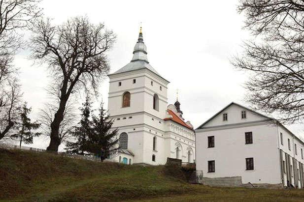 На Тернопільщині суд арештував комплекс монастиря ХVII ст., яким користується УПЦ МП (ФОТО), фото-1