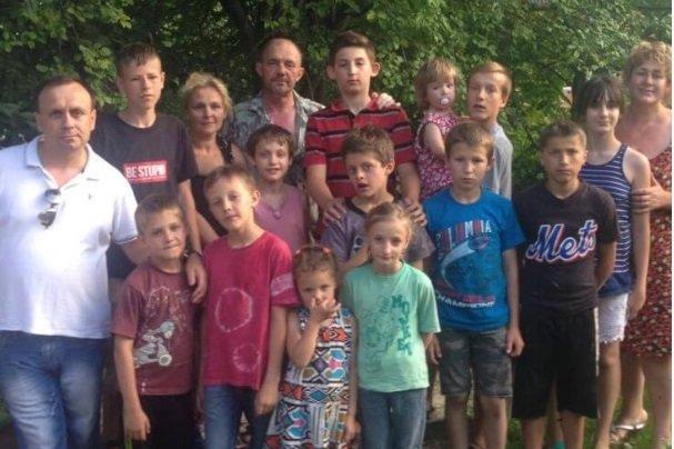 """""""Жінка помирала і просила взяти її внука до себе"""": родина з Тернопільщини виховує десятьох дітей, фото-1"""
