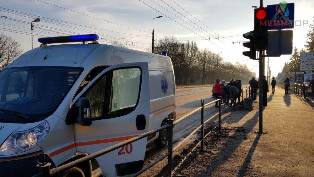 На пішохідному переході у Тернополі збили батька і сина (ФОТО), фото-4