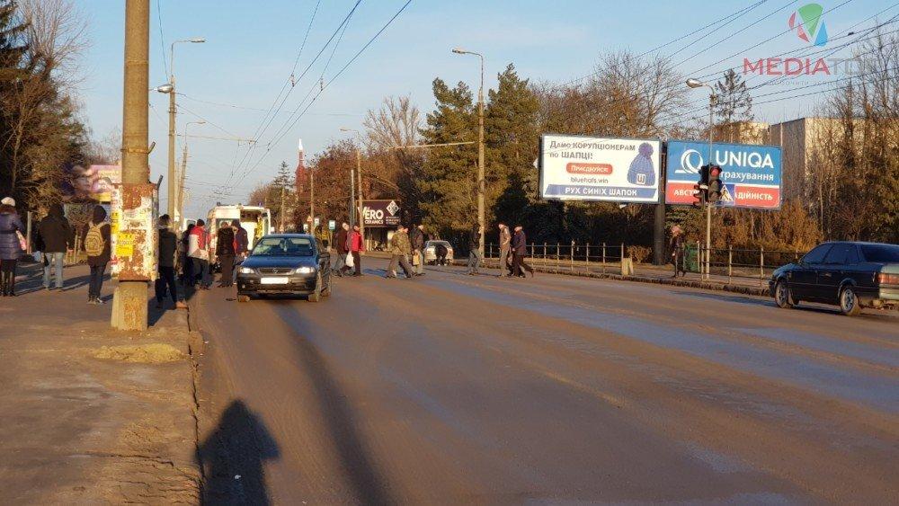 На пішохідному переході у Тернополі збили батька і сина (ФОТО), фото-2